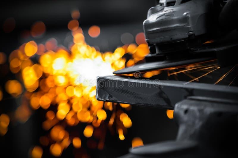 Pulido eléctrico de la rueda fotografía de archivo
