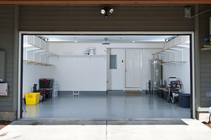Pulisca il garage fotografia stock libera da diritti