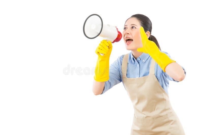 Pulisca la casalinga che chiama l'annuncio immagine stock libera da diritti
