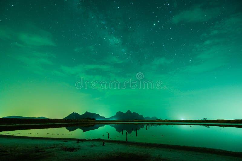 Pulito & chiaro ad una montagna di 300 yod fotografia stock libera da diritti