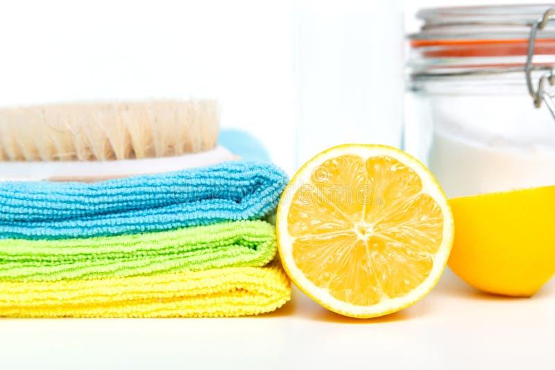 Pulitori naturali ecologici, prodotti di pulizia Pulizia verde casalinga immagini stock