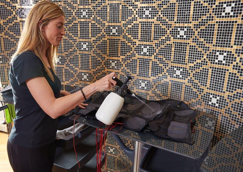 Pulizia bagnata dell'elettro vestito di stimolazione di SME immagini stock