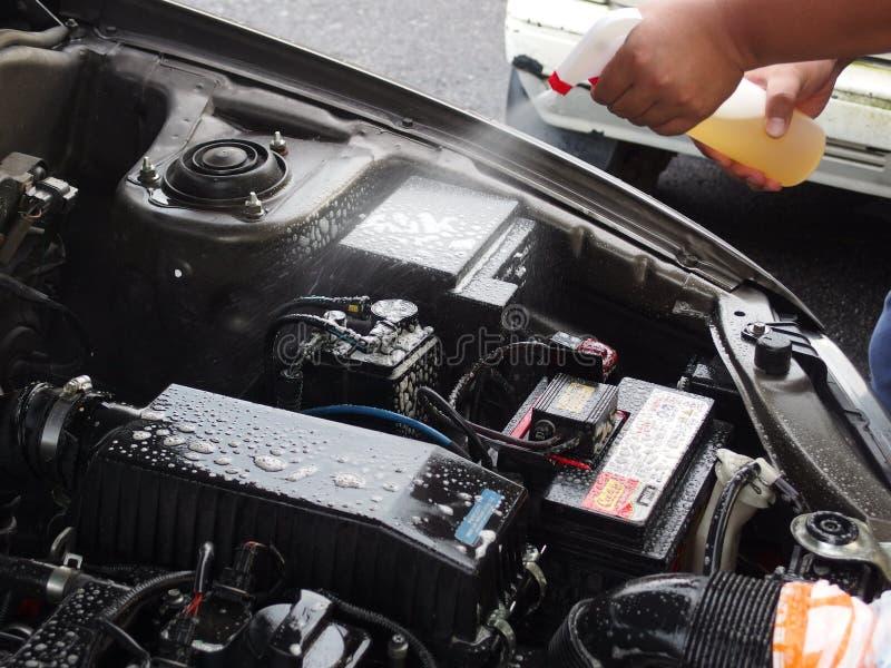 Pulizia del motore di automobile fotografie stock libere da diritti