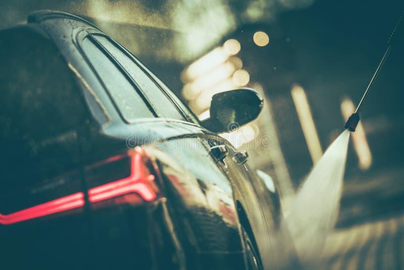 Pulizia dell'automobile della rondella di pressione fotografie stock