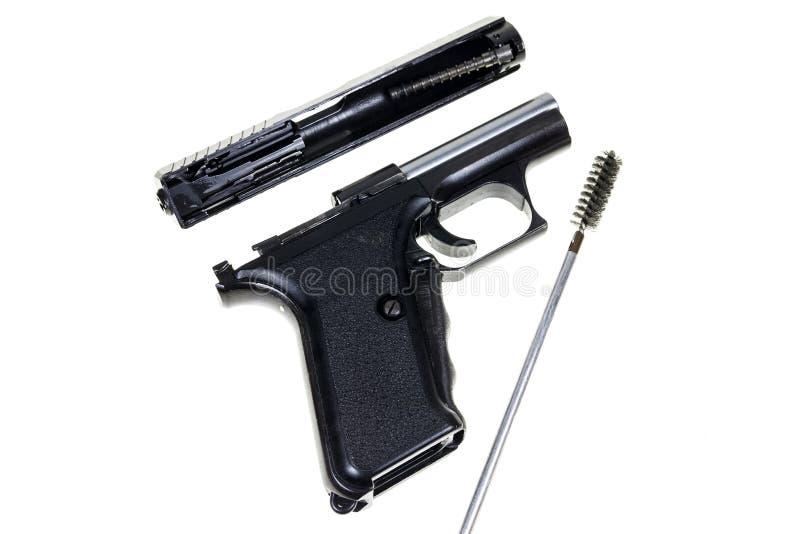 Pulizia della pistola fotografie stock