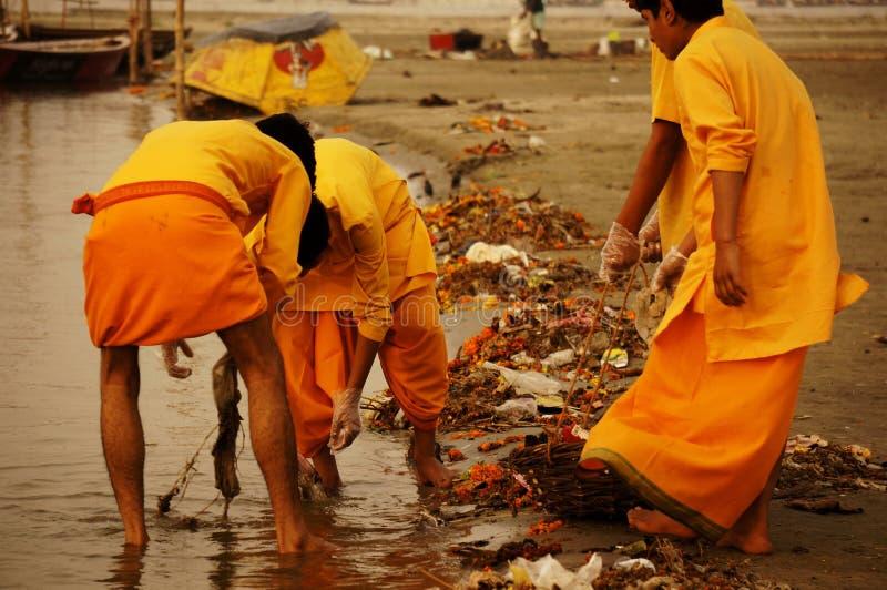 Pulizia sul Ganga fotografia stock libera da diritti