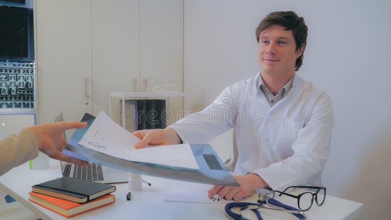 Pulmonologist in ospedale fotografia stock
