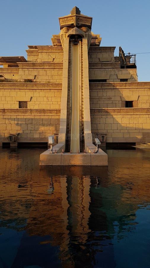 Pulo da corrediça da fé, Atlantis Waterpark, Dubai imagem de stock