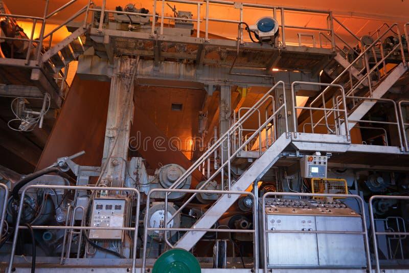 Pulp en papierfabriek â binnen mening stock afbeelding