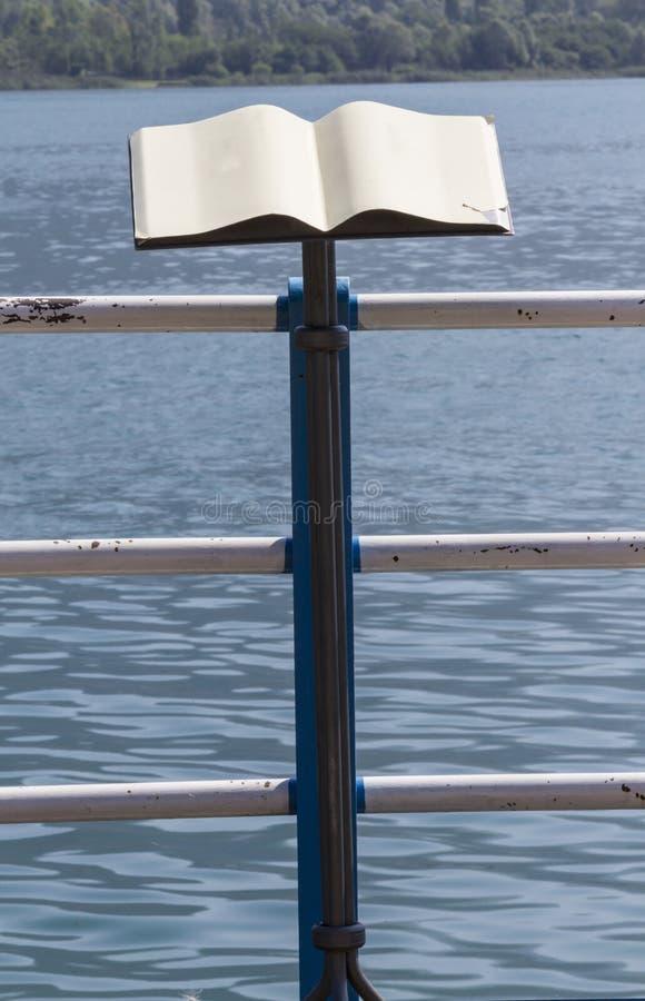 Pulpit na jeziornym brzeg zdjęcia stock