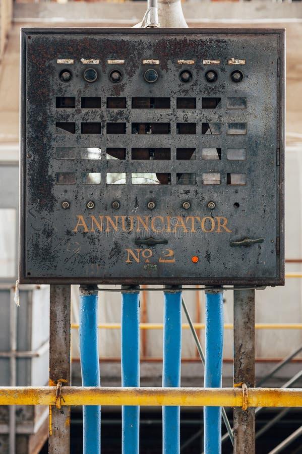 Pulpit Operatora - wykolejeniec Węglowa elektrownia - Zaniechanego Indiana wojska Amunicyjna zajezdnia - Indiana obraz stock