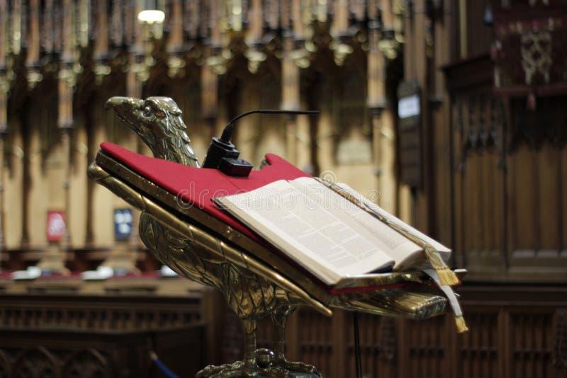 Pulpit z biblią w Jork ministrze, Wielki Brytania w Maju 2018 zdjęcie royalty free