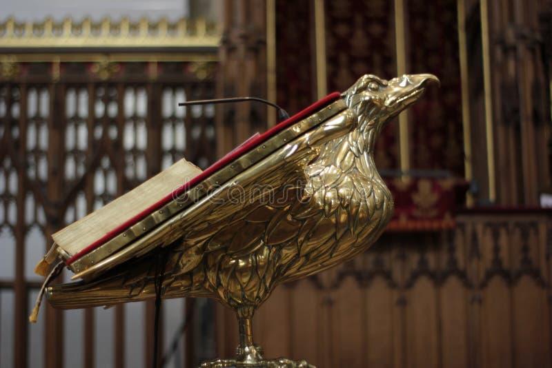 Pulpit z biblią w Jork ministrze, Wielki Brytania w Maju 2018 obraz royalty free