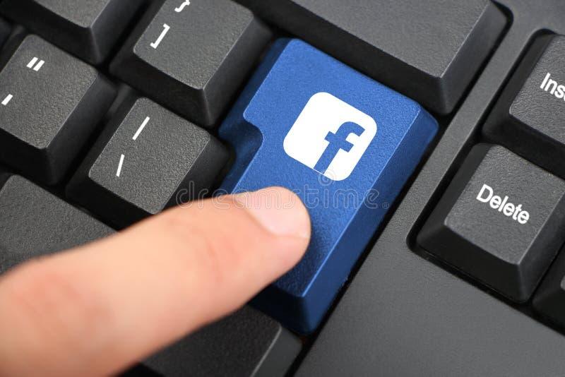 Pulse la tecla de Facebook imagen de archivo