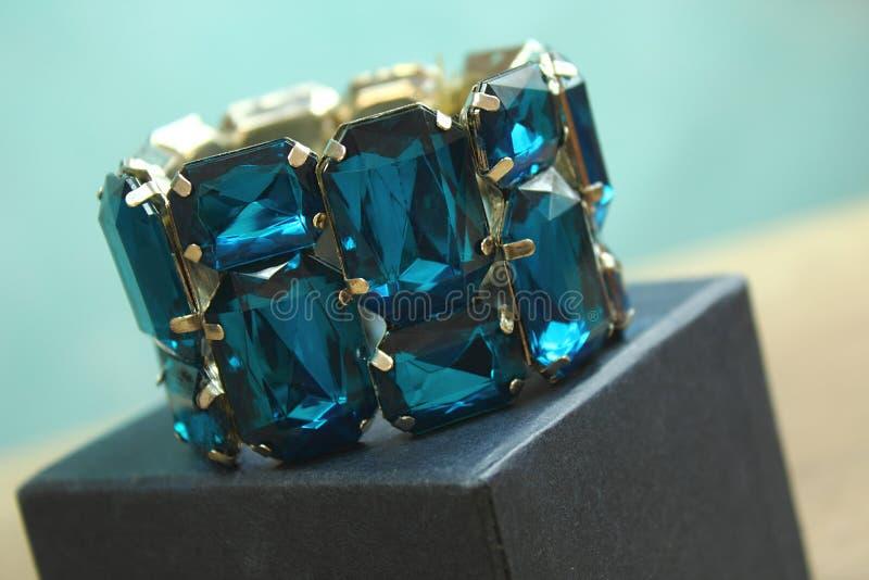 Pulseira azul no topo foto de stock royalty free