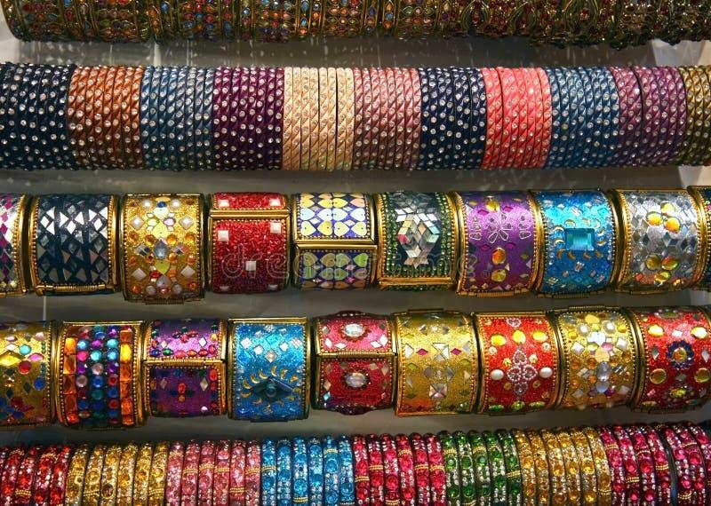Pulseira de vidro coloridas indianas foto de stock
