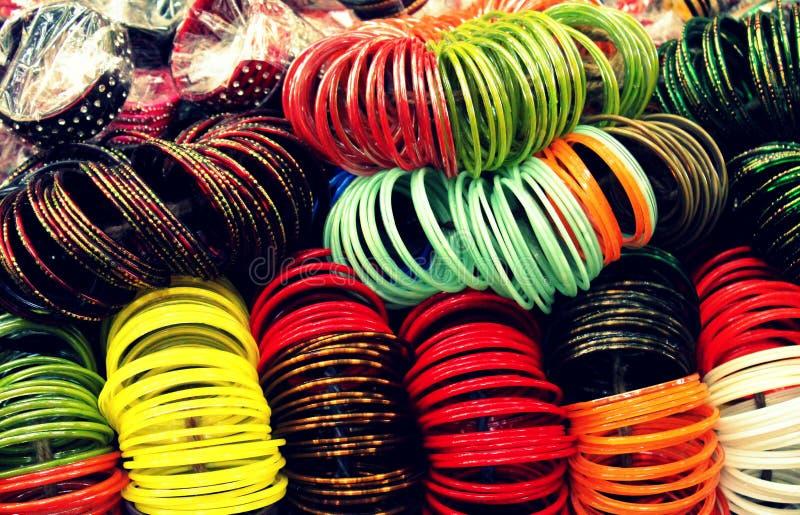Pulseira de vidro indianas da multi cor fotografia de stock