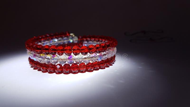 Pulsera roja y blanca de la joya fotos de archivo libres de regalías