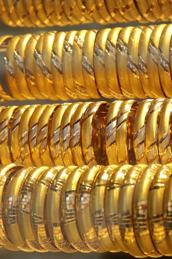 Pulseras del oro imágenes de archivo libres de regalías