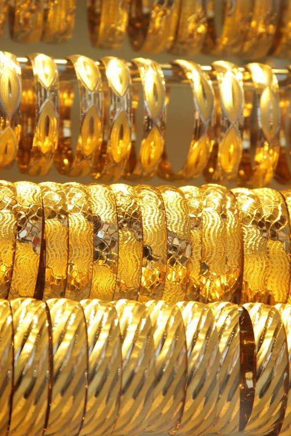 Pulseras del oro imagen de archivo libre de regalías