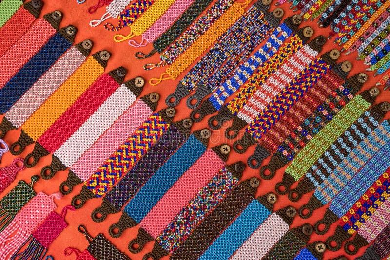 Pulseras indígenas coloridas en Ecuador imágenes de archivo libres de regalías