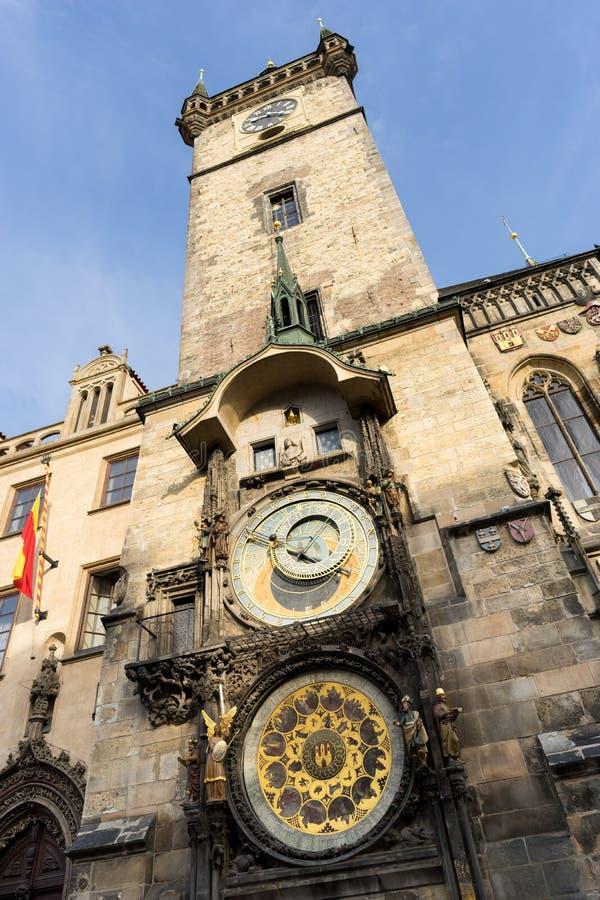 Pulso de disparo astronômico na praça da cidade velha em Praga foto de stock