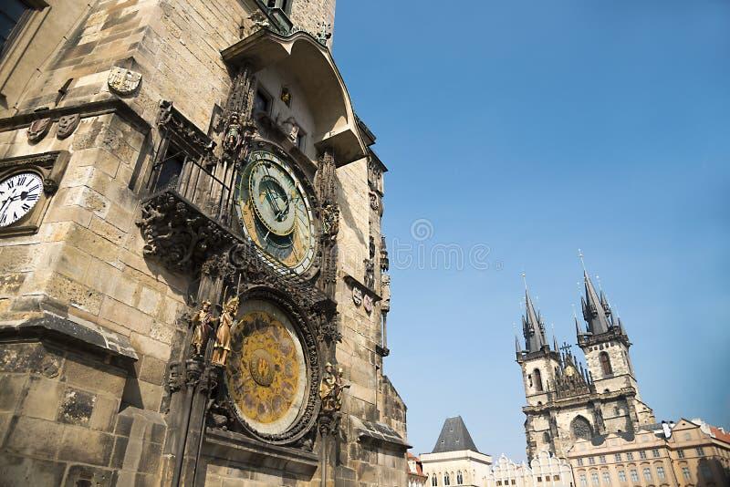 Pulso de disparo astronômico de Praga e praça da cidade velha, República Checa fotos de stock