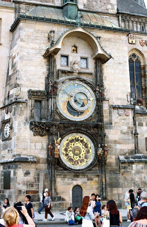 Pulso de disparo astronômico ou Orloj de Praga na câmara municipal velha em Pragu fotografia de stock