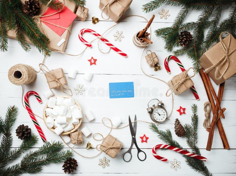 Pulso de disparo feito a mão do pessoal do conceito do ano novo da composição do Natal com imagens de stock royalty free