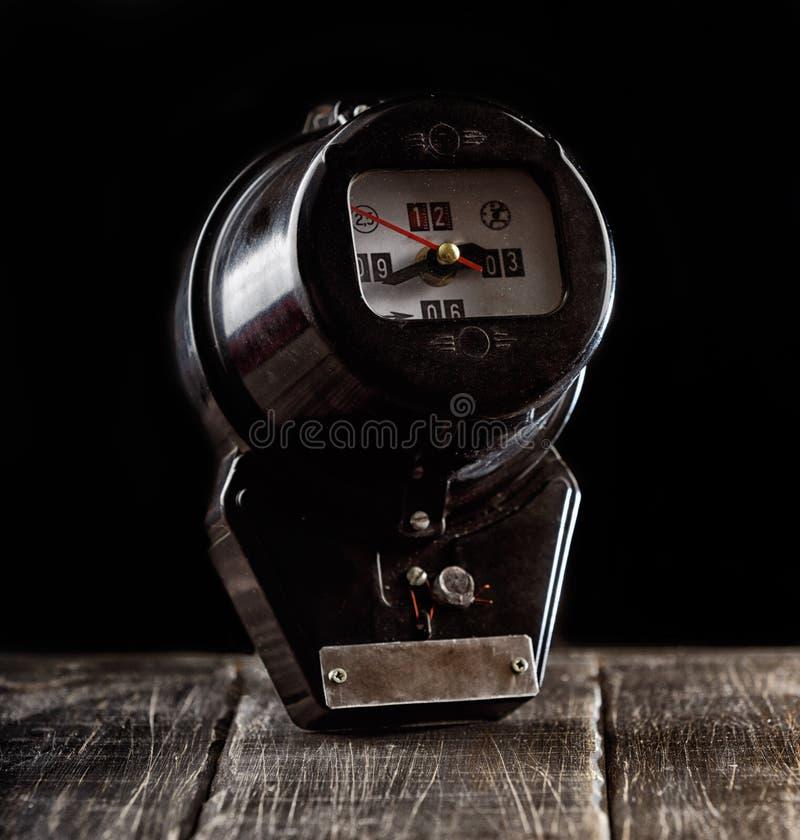 Pulso de disparo preto feito a mão incomum do medidor da energia elétrica foto de stock royalty free