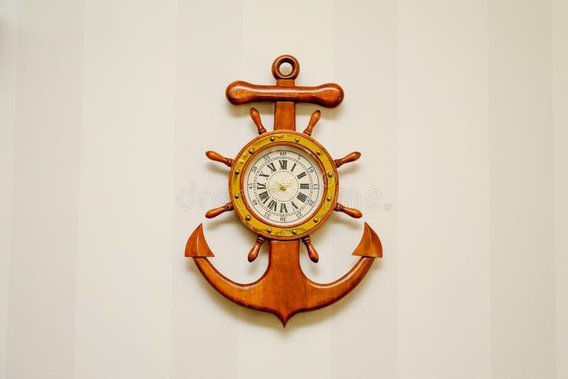 Pulso de disparo sob a forma de uma âncora de mar imagens de stock royalty free