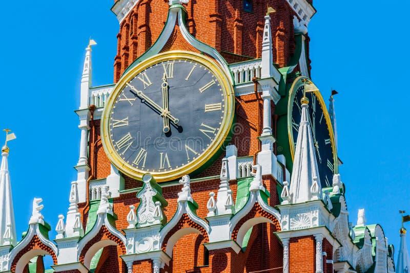 Pulsos de disparo Chiming da torre de Spassky do Kremlin de Moscou imagens de stock