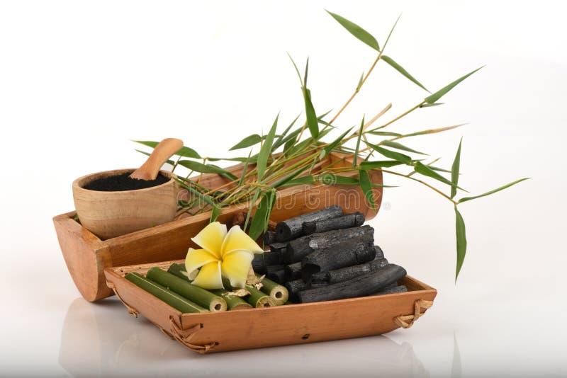 Pulver för nytt och torkat bambu och bambukol royaltyfria bilder