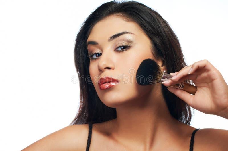 pulver för modell för skönhetborsteholding fotografering för bildbyråer
