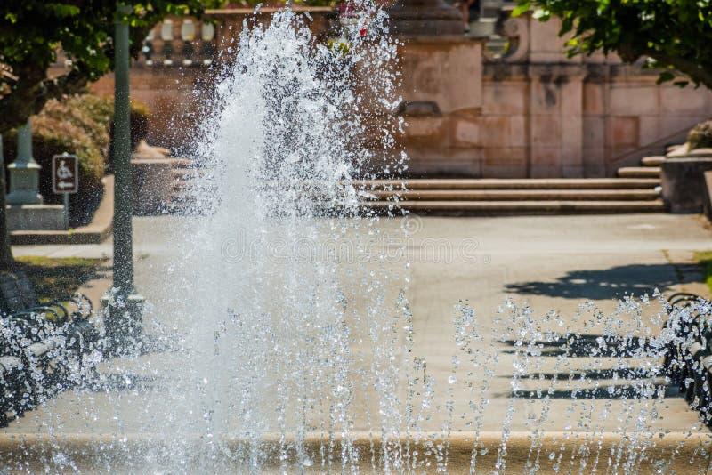 Pulverizador de água de uma das fontes de água em Golden Gate Park, San Francisco, Califórnia imagens de stock royalty free