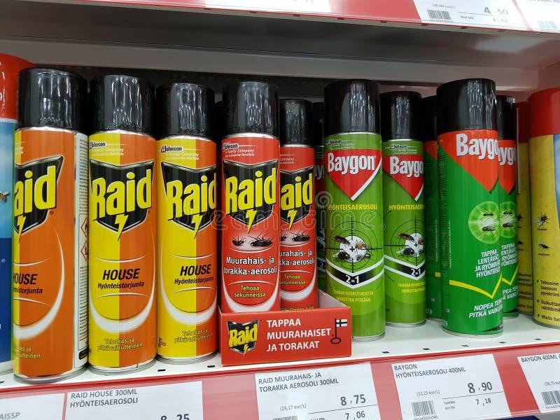 Pulverizadores de inseto na venda na loja imagens de stock royalty free