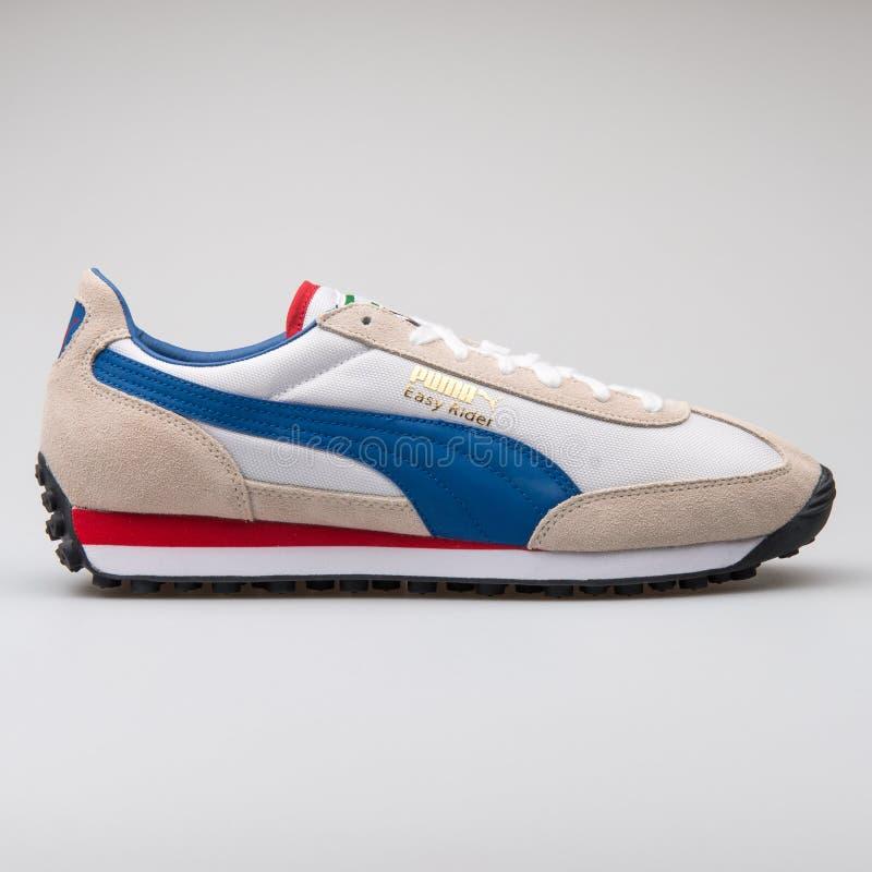 Puma scarpa da tennis bianca, blu e rossa di Easy Rider fotografie stock