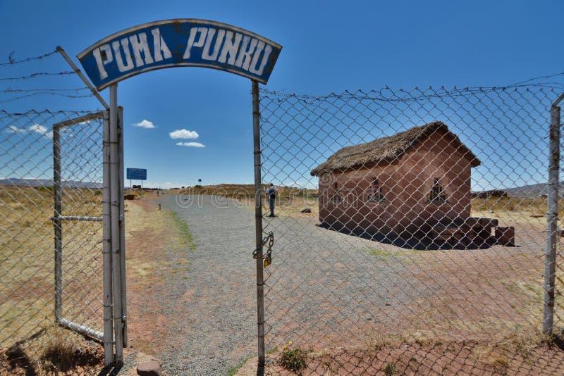 Pumapunku入口门 蒂亚瓦纳科考古学站点 流星锤 图库摄影