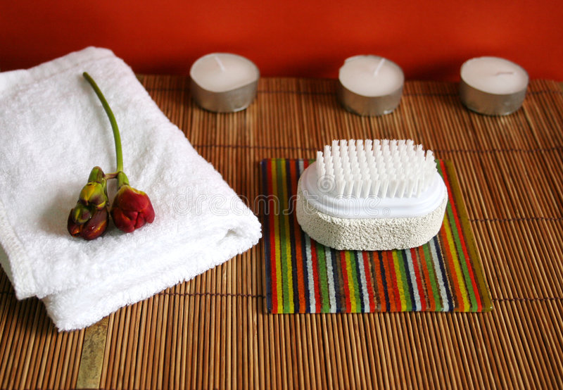 Pumice Brush, Candles And Towel At A Spa - Health And Beauty Royalty Free Stock Images