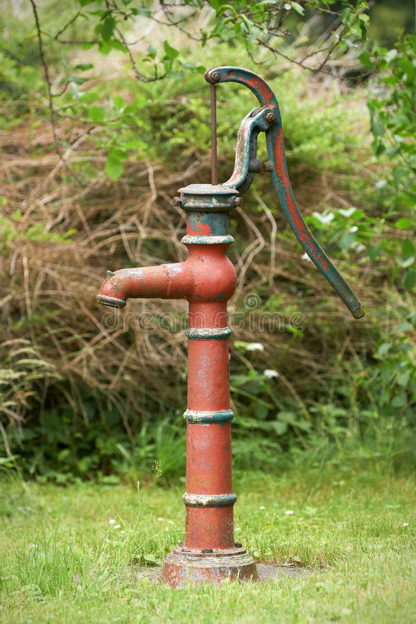 Pump för hand för vattenbrunn fotografering för bildbyråer