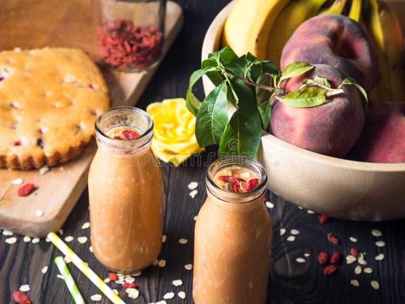 Pumpa-, banan- och persikasmoothie royaltyfria bilder