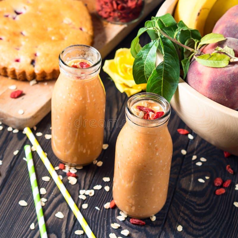 Pumpa-, banan- och persikasmoothie fyrkant fotografering för bildbyråer