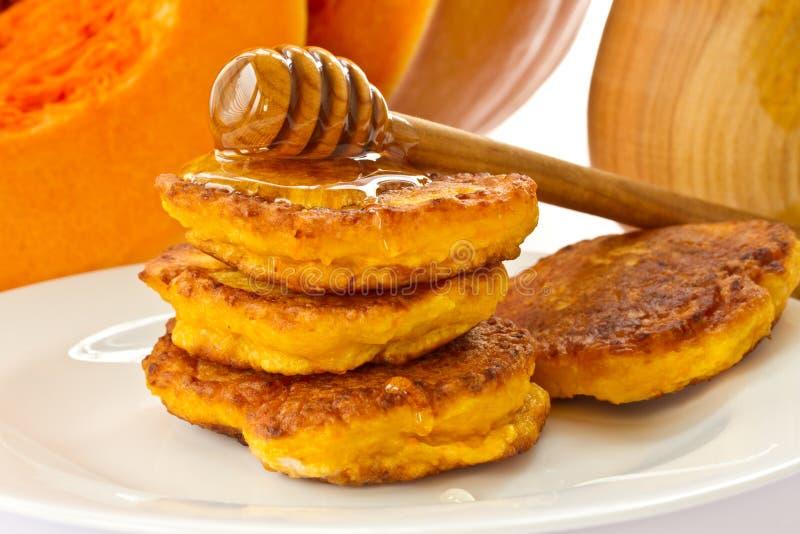 Pumpapannkakor med honung fotografering för bildbyråer
