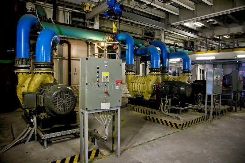 Pumpar av luft som pumpar stationen av avloppsvattenreningsverket arkivfoton