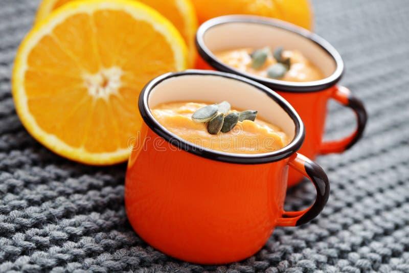 Pumpasoppa med apelsinen fotografering för bildbyråer