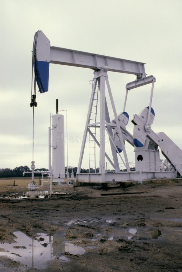 Pumpe Jack White lizenzfreie stockfotografie