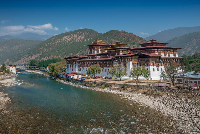 Punakha Dzong, die het paleis van grote geluk of zaligheid betekenen is het administratieve centrum van Punakha-District in Punak royalty-vrije stock afbeelding