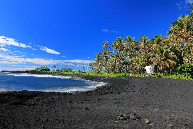 Punaluu染黑沙子海滩,大岛,夏威夷 库存照片