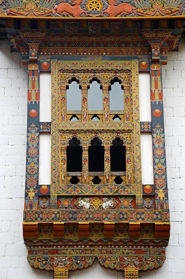 Pungtang Dechen Photrang Dzong eller slott av stor salighet snidit fönster Administrativ mitt Punakha Dzong arkivbild