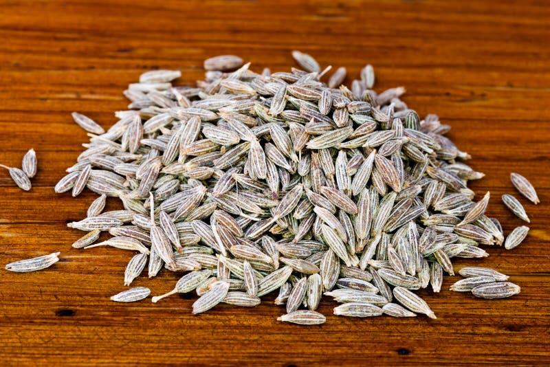 Punhado de sementes de cominhos secadas fotografia de stock